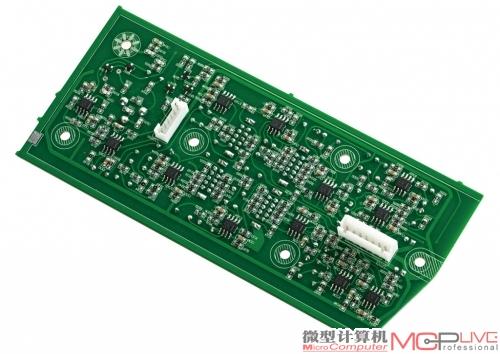 在x6的前级电路上共使用了16颗运放芯片,包括14颗tl082两声道运放芯片